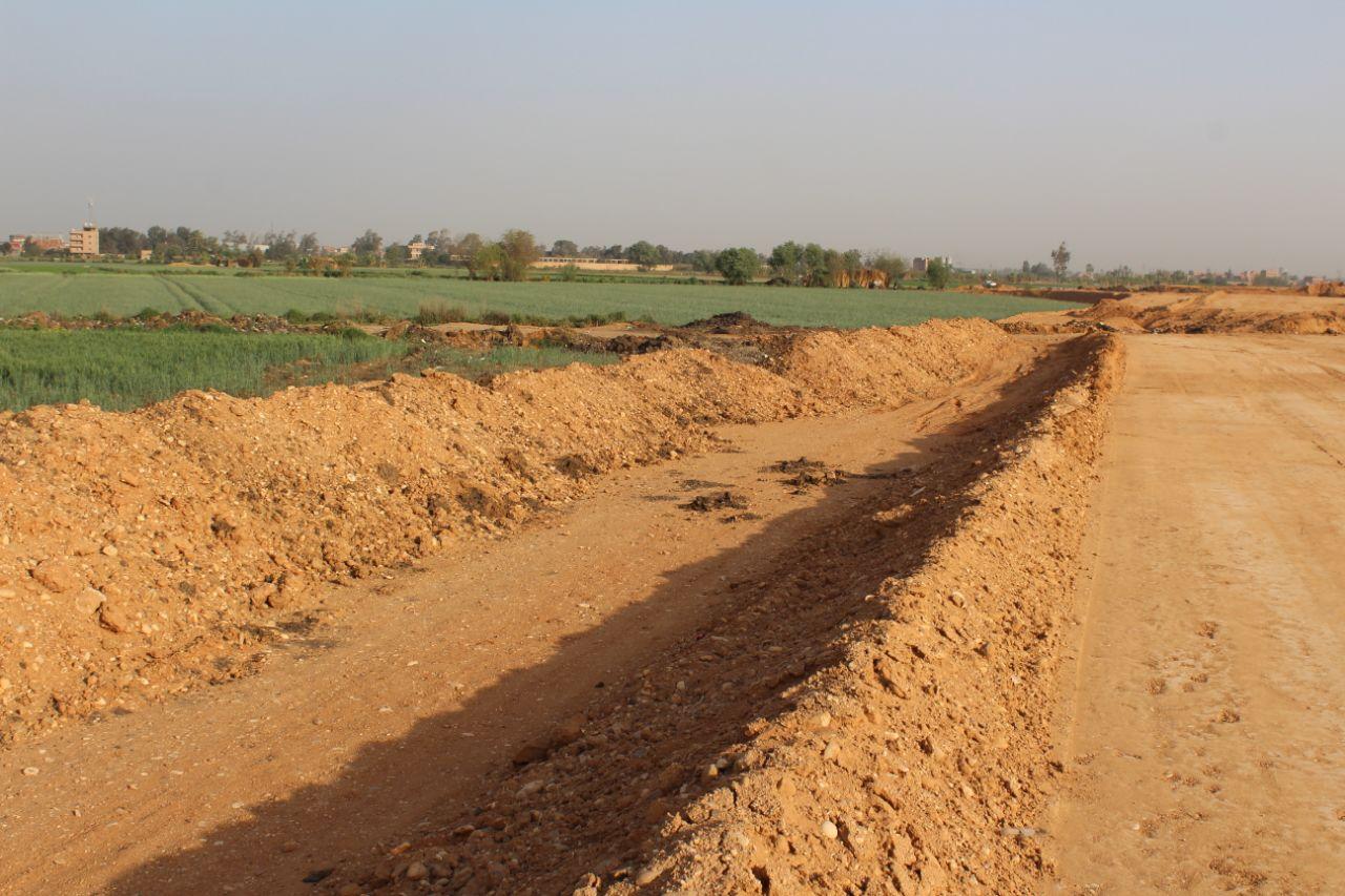 فلاحون بالقليوبية: الحكومة نزعت أراضينا لرصف الطريق الإقليمي دون تعويضنا