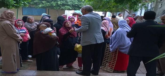 📷| احتجاج أولياء أمور داخل مدرسة المرج.. وشاهد: مسؤول هددهم بالشرطة