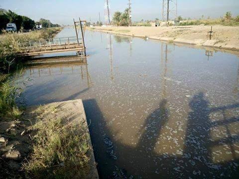 انقطاع المياه عن 15 قرية بالنوبة وغرق أراضي بعد انهيار حوض مجاري