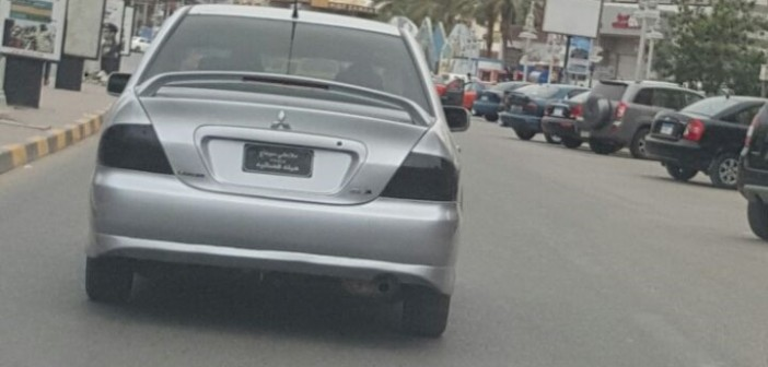 ⚠ الاسم هيئة قضائية.. سيارة ذات لوحات مخالفة في شوارع الغردقة (صورة)