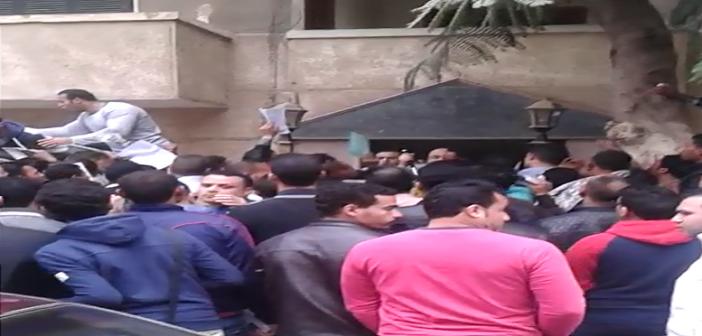 ▶ فيديو.. أفراد شركة حراسة يتعدون على رواد «جامكا»: «بنتهان علشان نسافر»