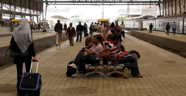 في دورات مياه محطات القطارات «المجانية»: عاوز الحمام ادفع «جنيه» (صور)