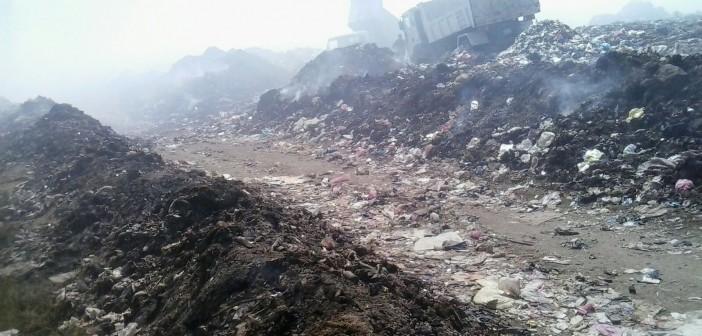 أهالي «فزارة» بالبحيرة يشكون تأخر جمع القمامة: مرة كل 15 يومًا