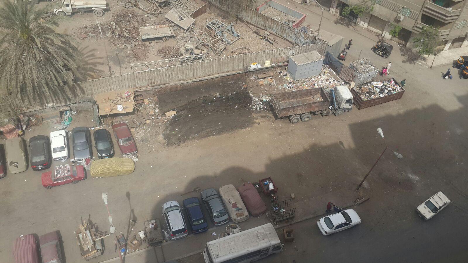 سكان شارع «التروللي» بالمطرية يشكون تقاعس الحي عن رفع القمامة