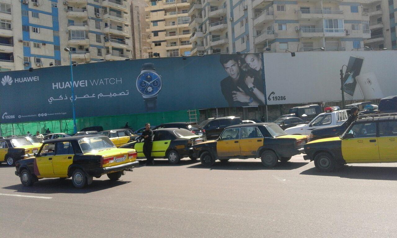 إضراب التاكسي الأصفر بالإسكندرية ضد «أوبر وكريم» (صور)