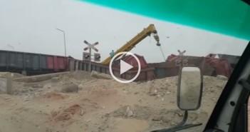 فيديو| انقلاب قطار دهشور للبضائع.. وعمليات رفعه عن القضبان