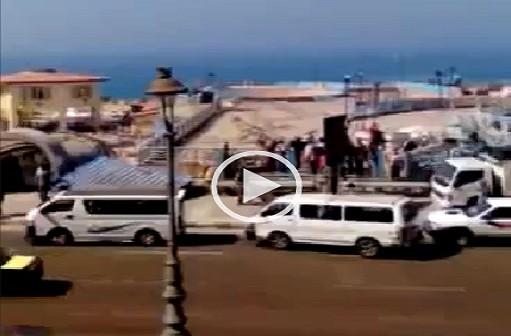 ▶ فيديو.. إزالة إشغالات على كورنيش الإسكندرية تعيق رؤية البحر
