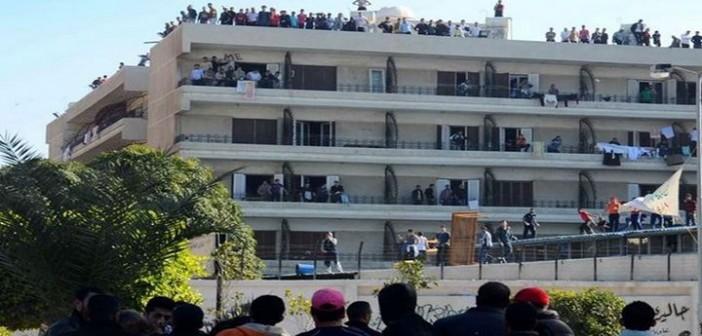 وقفة لطلاب جامعة المنصورة بسبب تردي وجبات المدينة الجامعية