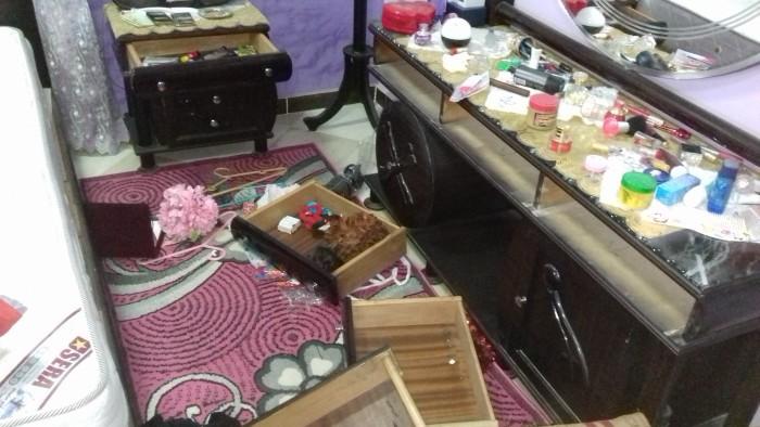 مواطن يتهم ضابطين وقوة شرطة قسم أطفيح بتحطيم منزله