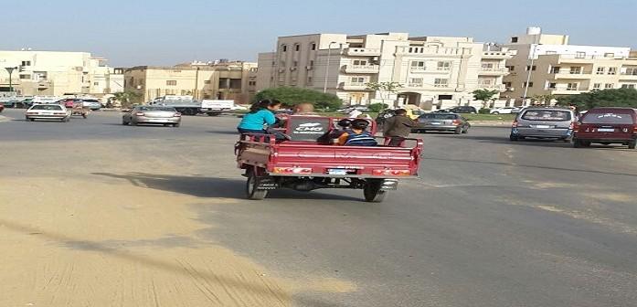 «التروسيكل».. وسيلة مواصلات تلاميذ مدارس «غير آدمية» بالقاهرة الجديدة (صور)
