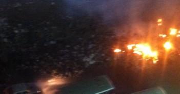 بالصور.. لتجاهل رفعها من الشوارع.. مواطنون يحرقون القمامة بشبرا الخيمة