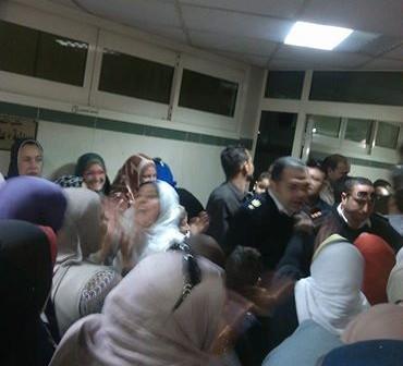 غضب العاملين بمستشفى مدينة نصر للتأمين الصحي بعد تفاجئهم بإلغاء زيادة المرتبات