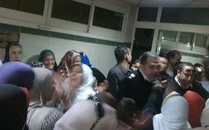 فيديو.. تواصل احتجاجات العاملين بمستشفى مدينة نصر للتأمين الصحي: «مش هنمشي»