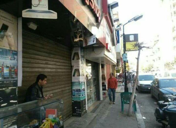 حملة المصنفات والتموين تثير غضب تجار شارع عبدالعزيز: «خراب بيوت»