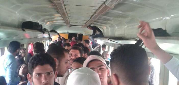 📷| تكدس خانق.. هذا حال قطار الثامنة صباحًا المتجه من بيلا لكفر الشيخ