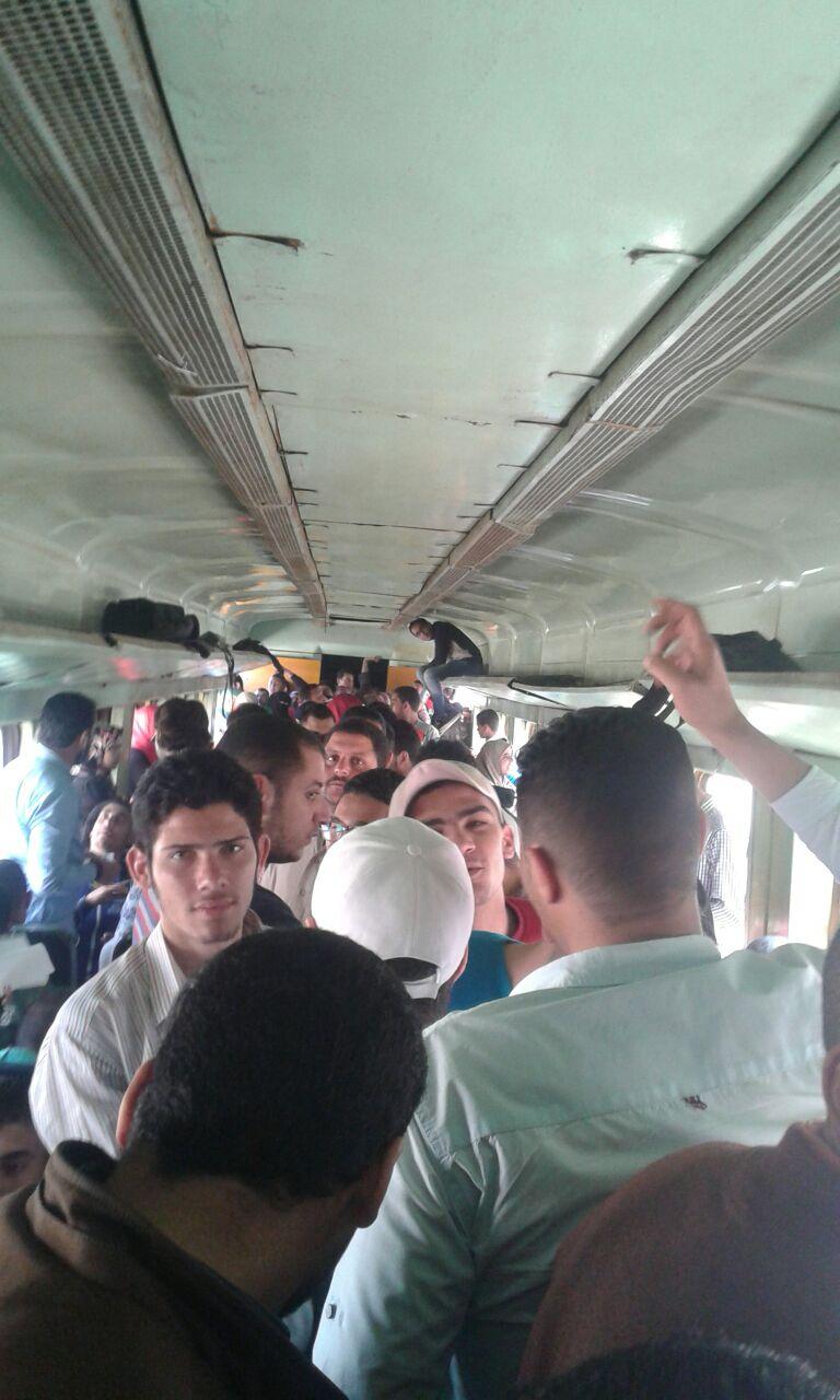 تكدس خانق.. هذا حال قطار الثامنة صباحًا المتجه من بيلا لكفر الشيخ