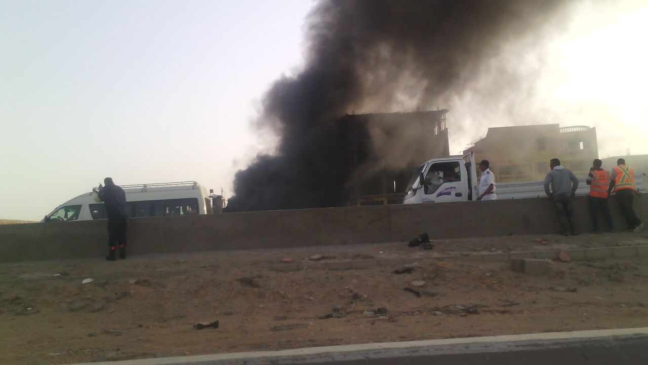 بالصور.. حريق في معرض سيارات على طريق مصر ـ الإسكندرية الصحراوي