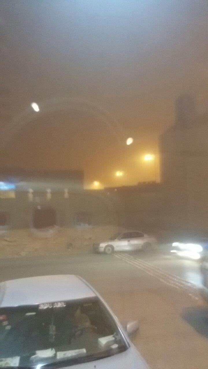 صور| عواصف مُحملة بالرمال والأتربة تضرب السعودية
