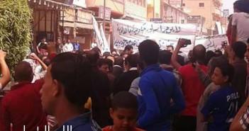 وقفة احتجاجية لتجار العامرية ضد حملات المصنفات والتموين