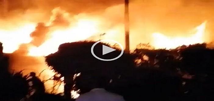 بالفيديو.. حريق هائل في رمسيس قرب حي الأزبكية