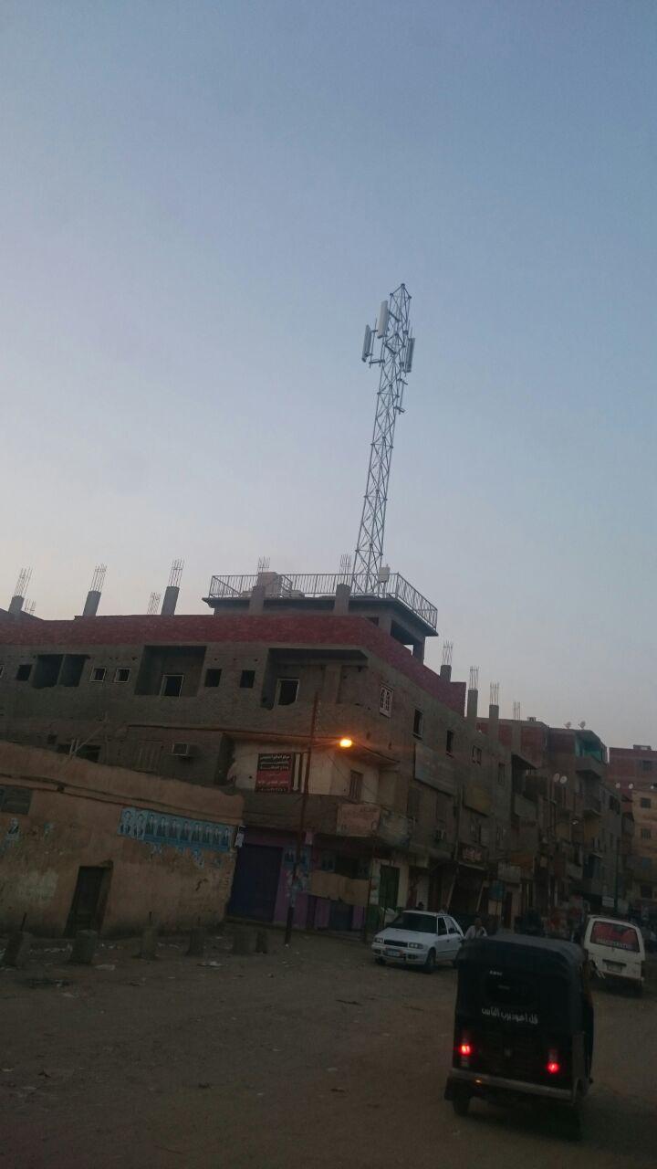 مخاوف بين أهالي العياط من محطة لتقوية المحمول مُقامة على ارتفاع منخفض
