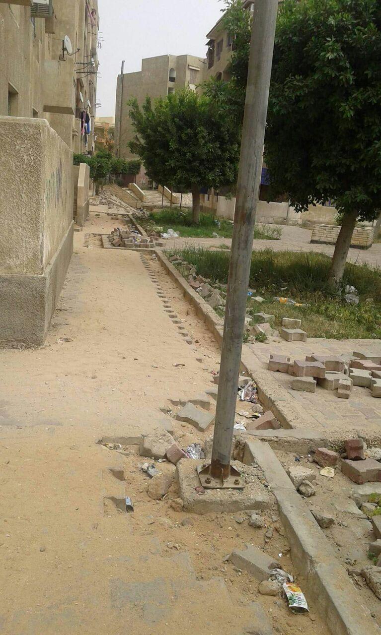 صور| إهمال الحدائق العامة بـ«العبور».. وتكسير أرضيتها