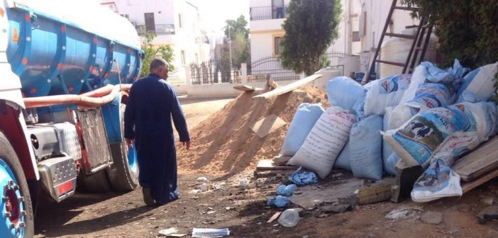 انتشار القمامة والمخلفات بمنطقة الهضبة في شرم الشيخ