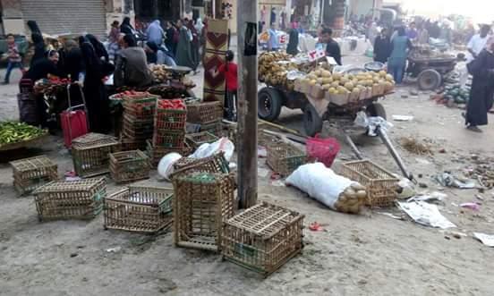 سكان «جمال عبدالناصر» بجسر السويس يشكون تفاقم الإشغالات والرشاح: «قرفنا»