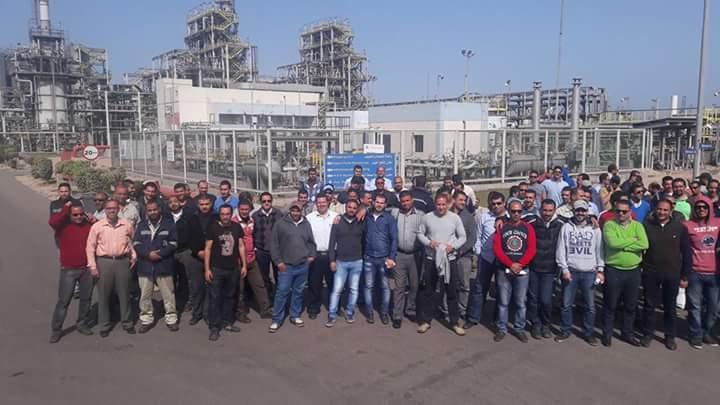 بالصور.. عمال «أبيسكو والاستيرنكس» يواصلون احتجاجاتهم بالإسكندرية (صور)