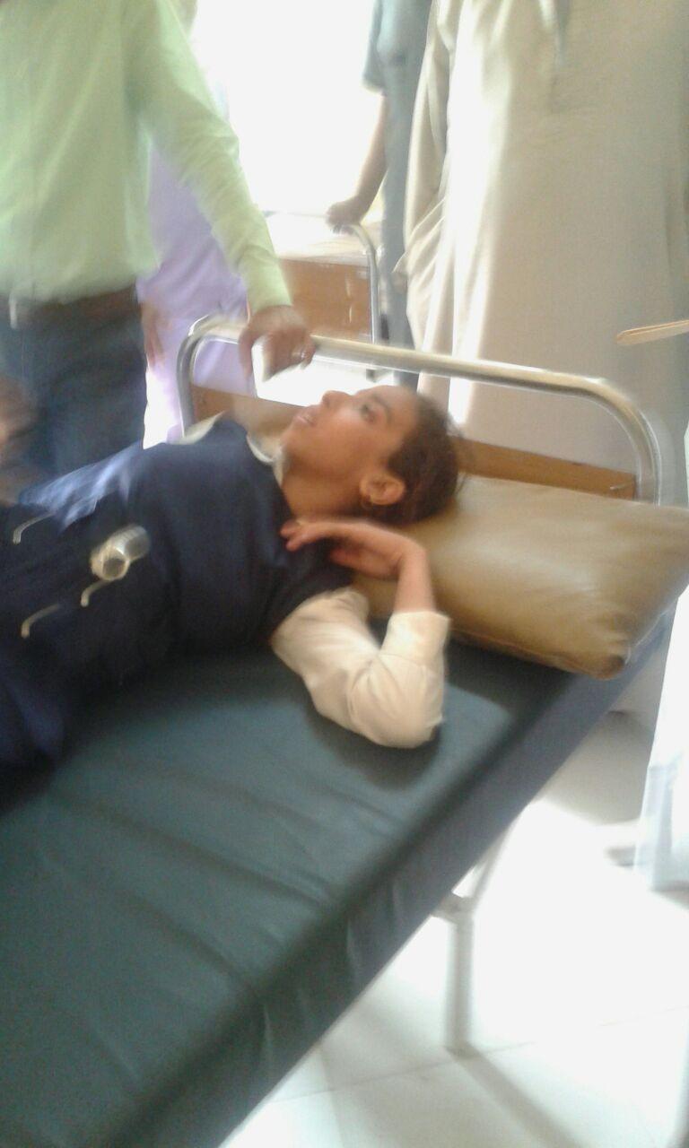 صور| إصابة 4 طلاب بأسوان بالتشنجات والإغماء بعد تعطيمهم ضد الحصبة الألمانية