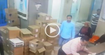كاميرات مراقبة| لص يغافل ممرضة بمستشفى في شبرا.. ويسرق أموالها (فيديو)