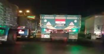 بالفيديو.. سباق تريلا بسرعات كبيرة على الطريق الزراعي (السائق كنس الطريق)