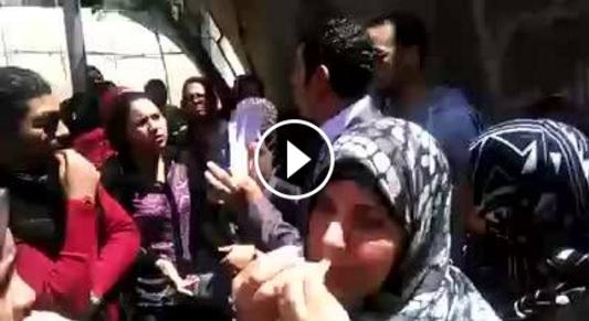 فيديو | معلمو الأجر يتظاهرون أمام «تعليم الجيزة» للمطالبة بالتعاقد والتثبيت