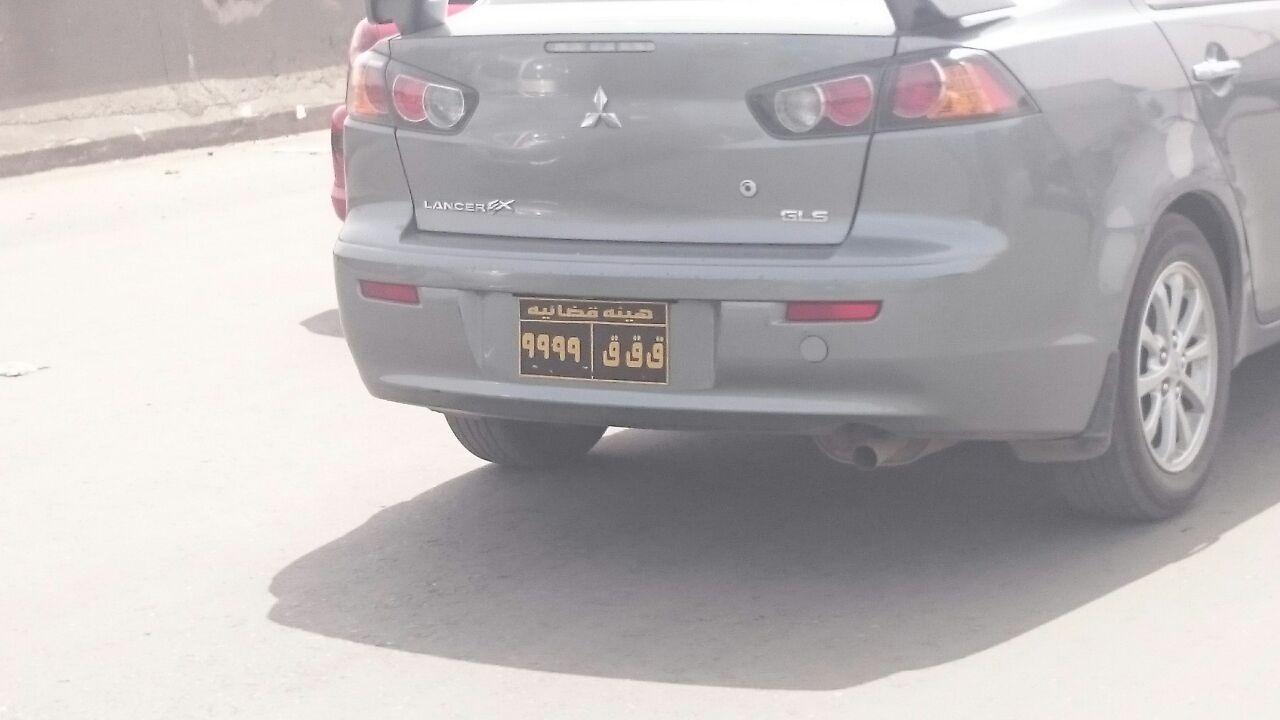 أصلها هيئة قضائية.. سيارة تحمل لوحات مخالفة عَ الدائري