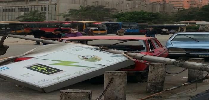 📷| عمود إنارة يحطم سيارة في ميدان العباسية (صور)