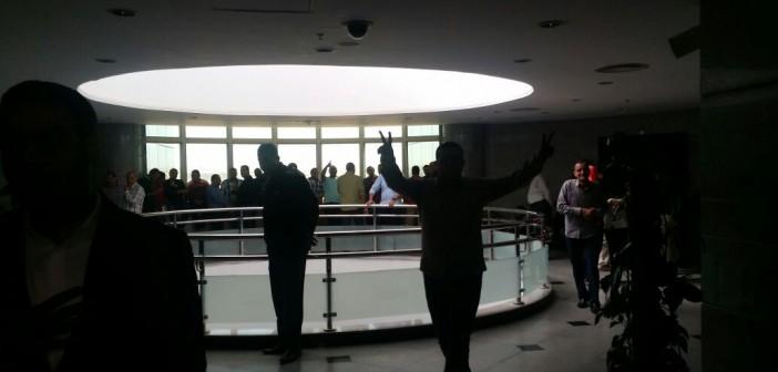 فيديو| تواصل احتجاجات العاملين بـ«المصرية للاستيرنكس»: «دي البداية مش النهاية»