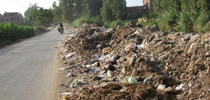 تفاقم مشكلات الصرف والطرق والمياه الملوثة في «ميت البيضا» بالمنوفية