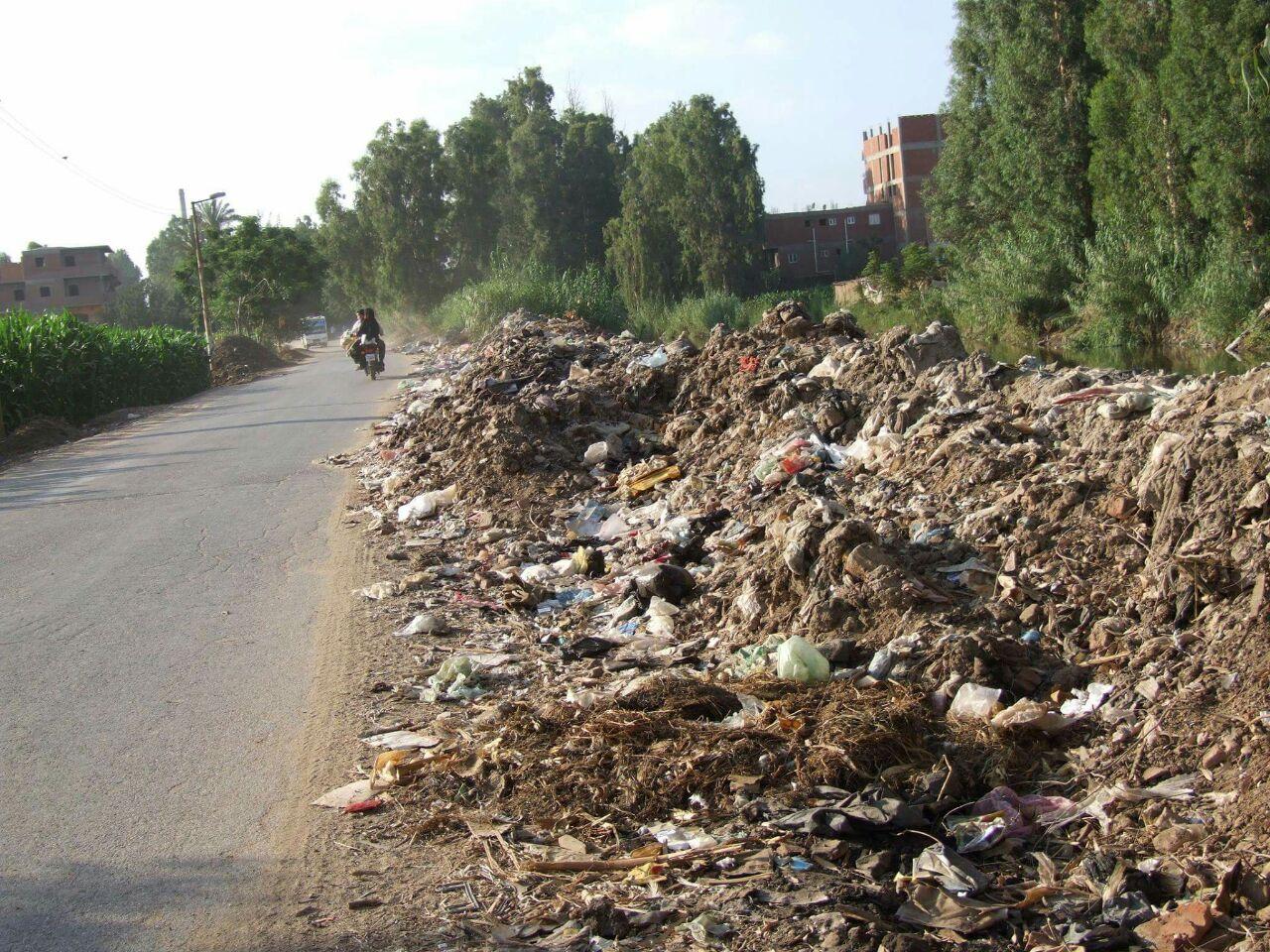 تفاقم مشكلات الصرف والطرق والمياه الملوثة «ميت البيضا» بالمنوفية