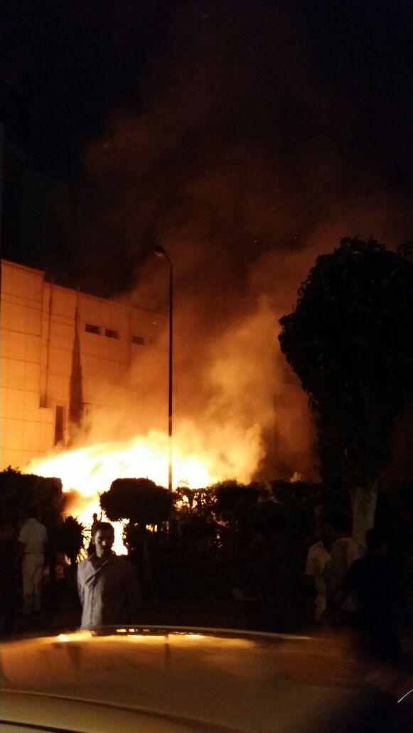 بالفيديو.. اندلاع حريق هائل في رمسيس قرب حي الأزبكية