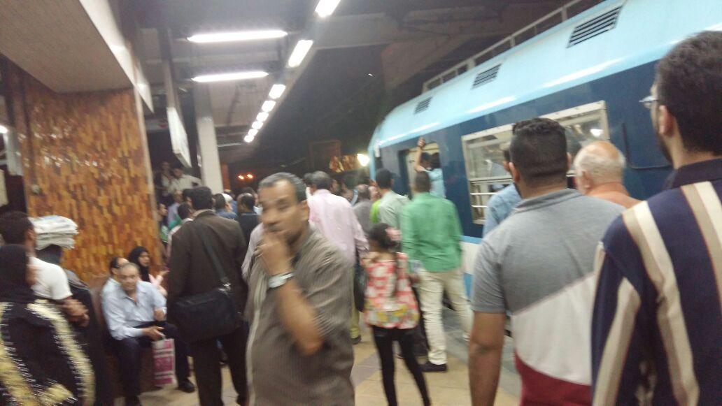 ارتباك في المترو وتكدس ركاب خط حلوان ـ المرج بعد تعطل قطار في الزهراء