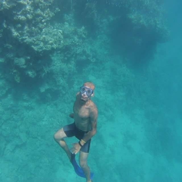 صور| كيف يرى العاملون بشرم الشيخ أزمة تيران وصنافير؟: كنت أسبح يوميًا من شرم لتيران