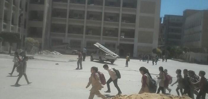بالصور والفيديو.. أولياء أمور يحذرون من الدراسة في 5 مدارس تخضع للصيانة بفارسكور