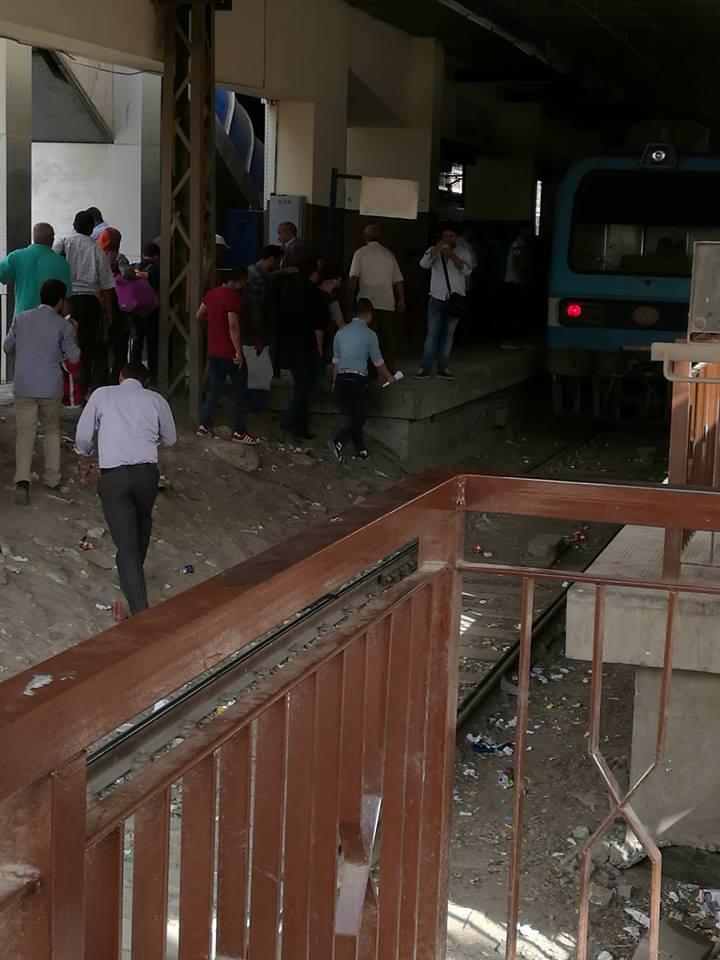 من جديد.. تعطل المترو بمحطة دار السلام.. وزحام شديد بالزهراء (صور)