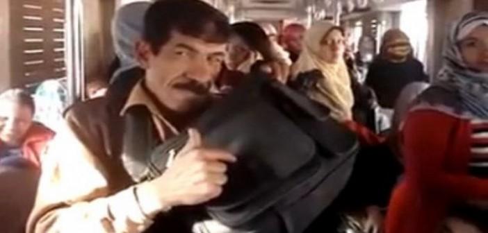 زيزو .. بائع عسلية برتبة مُهرج كوميدي في مسرح المترو (فيديو)