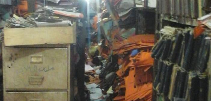 بالصور.. مواطن يرصد مصير حافظة ورق التراخيص «الإجبارية» بمرور فيصل