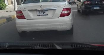 صورة| سيارة تتحرك بلوحات مخالفة بشوارع الجيزة دون توقيفها من المرور
