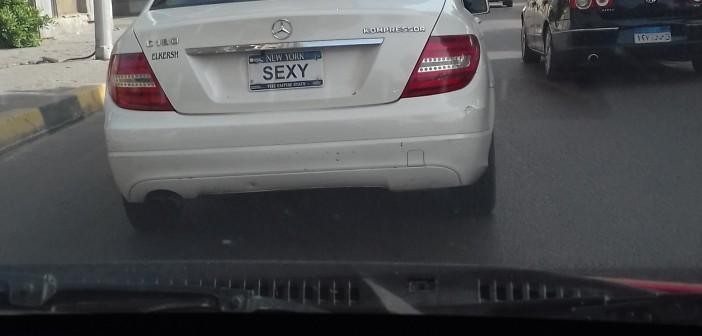 فين المرور؟.. سيارة بلوحات مخالفة تتحرك بحرية في شوارع الجيزة (صورة)