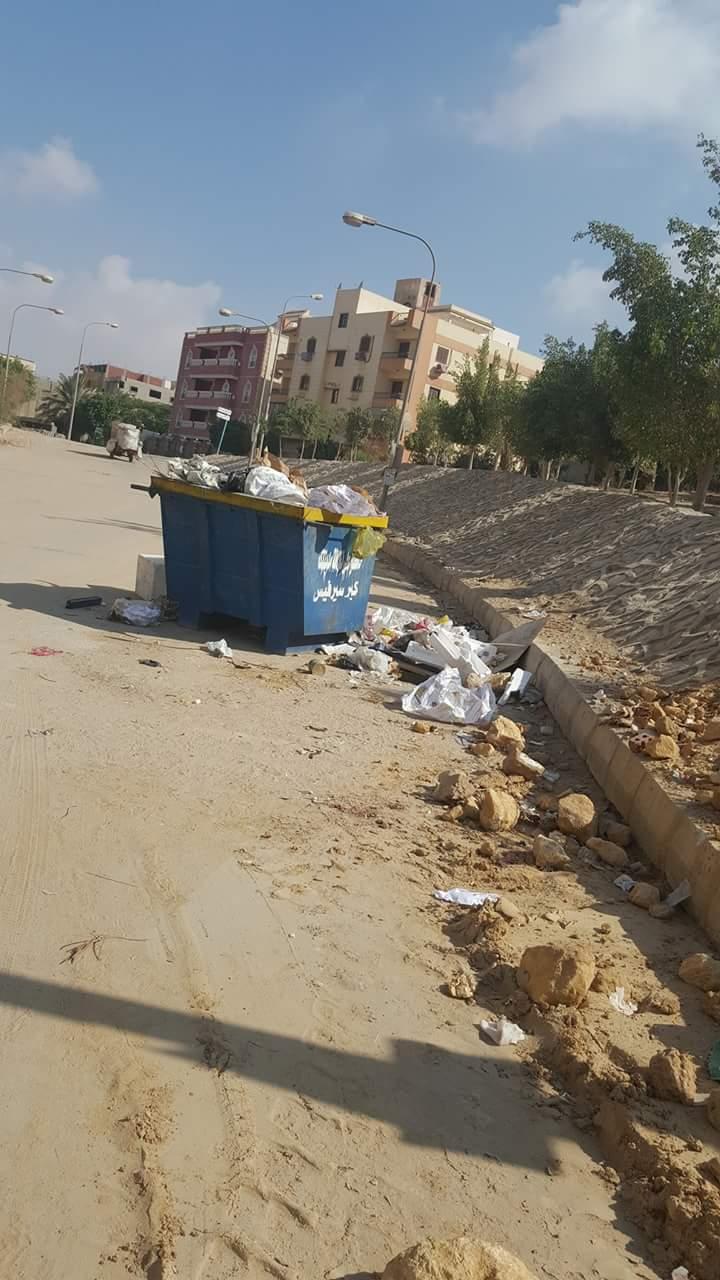 صور.. مواطن يشكو انتشار القمامة بمدينة العبور