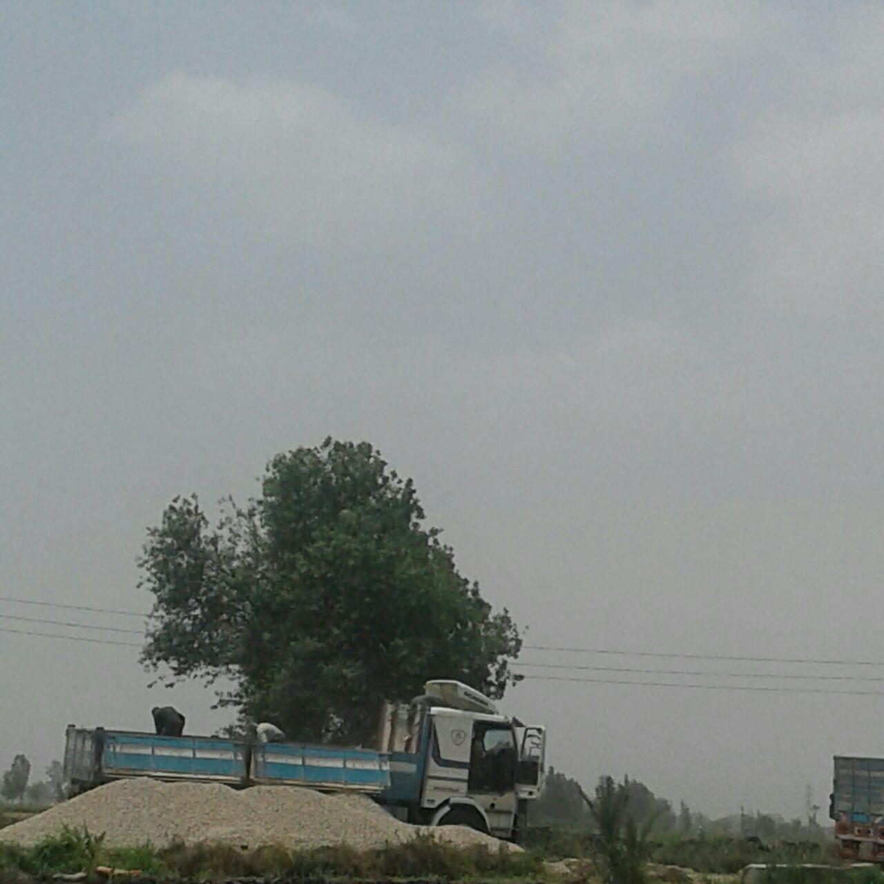 بالصور.. مواطنو «الباز» في دمياط يطالبون بصيانة طريق القرية