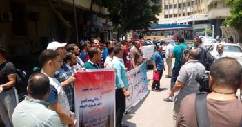 مغتربو مسابقة الـ 30 ألف معلم يواصلون مظاهراتهم أمام مجلس الوزراء للعودة إلى محافظاتهم